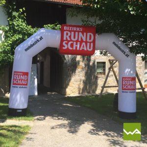 Aufblasbarer Torbogen - Bezirksrundschau