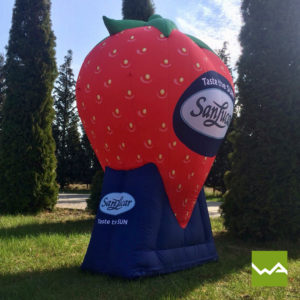 Aufblasbare Produktnachbildungen - SanLucar Erdbeere 3